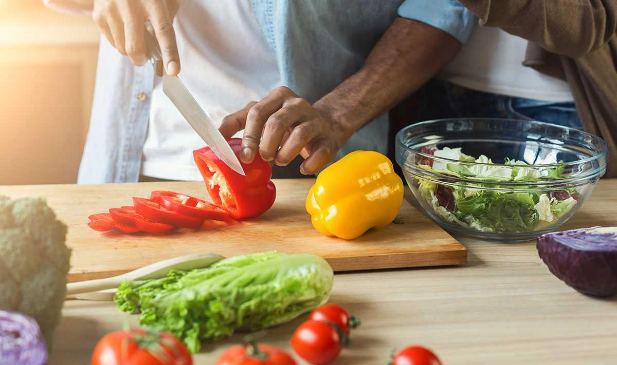 Harvard propone llenar el plato de frutas y verduras