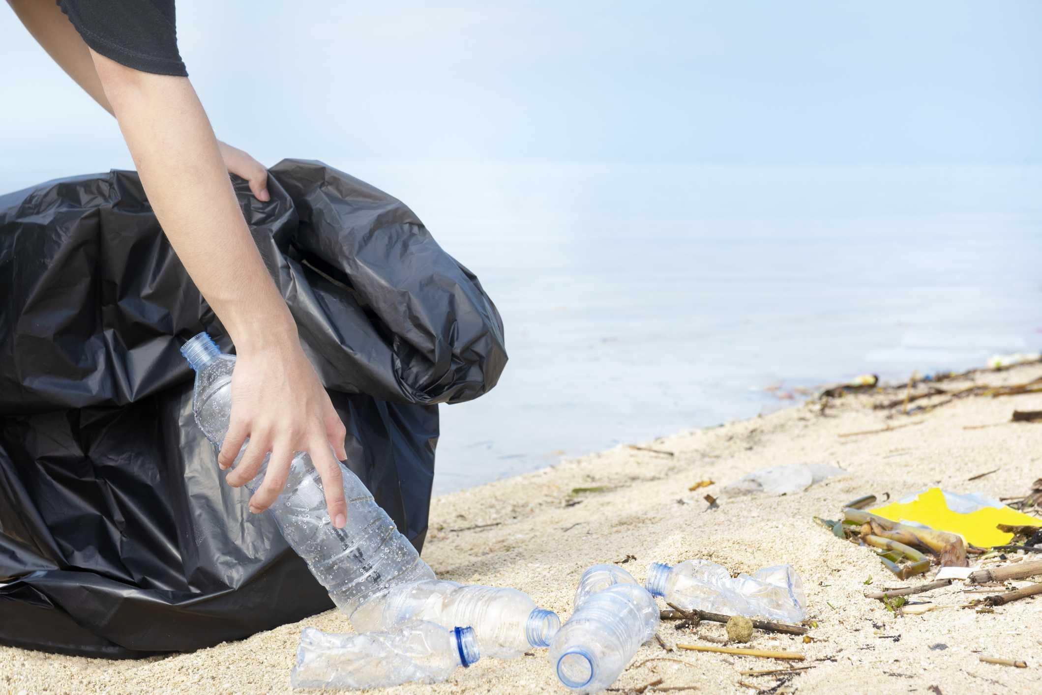 Peregrín promueve la recogida de residuos en la playa