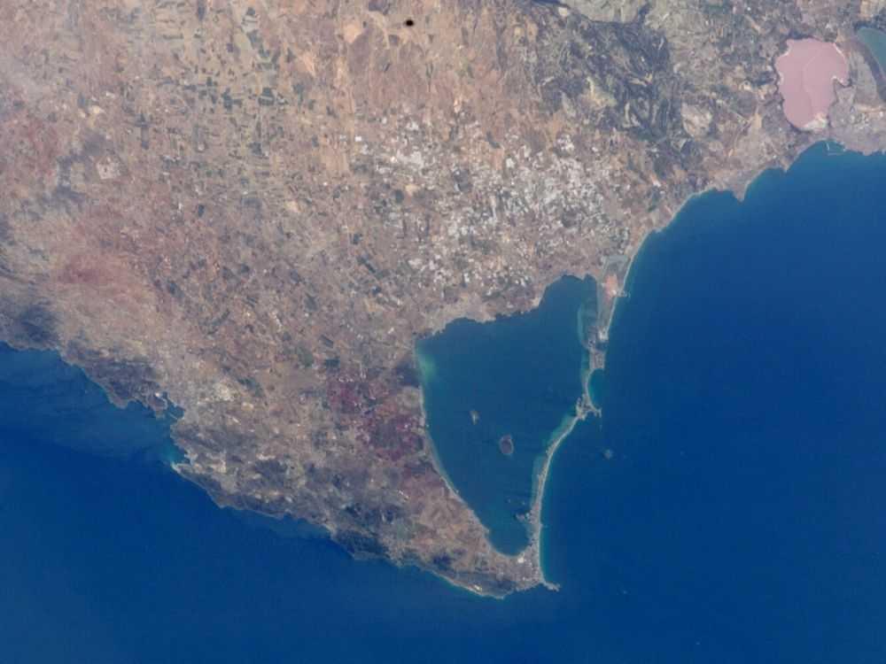plano aéreo del mar menor en Murcia